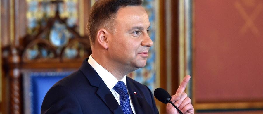 Chciałbym, żeby nastąpił swoisty reset w relacjach polsko-francuskich, które w ostatnim czasie z różnych przyczyn bywały trudne - powiedział Andrzej Duda. Prezydent poinformował, że w piątek odbył kilkunastominutową rozmowę z francuskim prezydentem-elektem Emmanuelem Macronem.