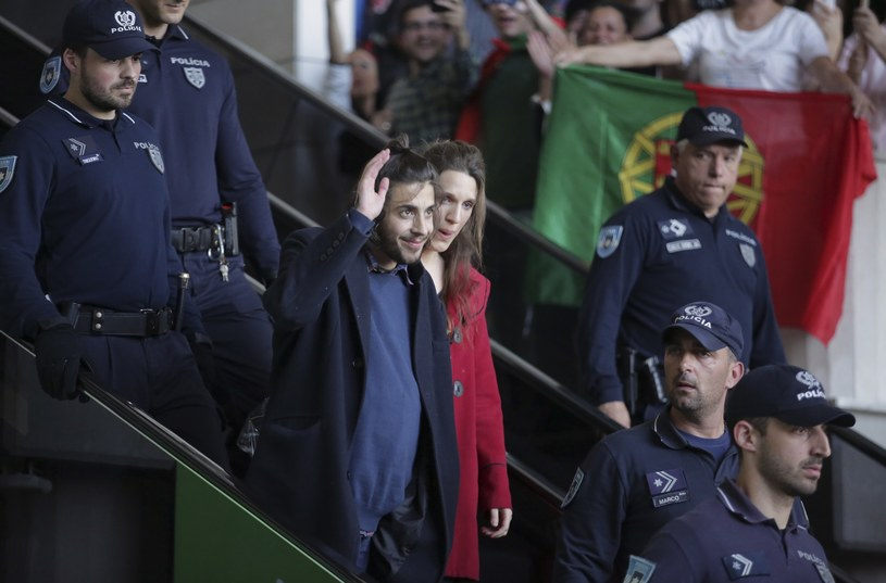 Tysiące mieszkańców Lizbony powitały w niedzielę po południu (14 maja) Salvadora Sobrala, zwycięzcę 62. konkursu Eurowizji. Powracający z Kijowa artysta z trudem opuścił halę przylotów.