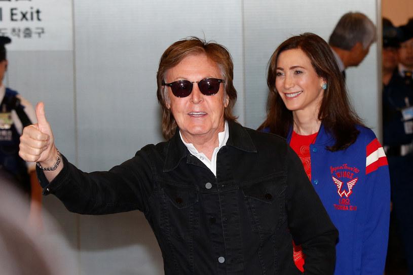 """W przyszły piątek (26 maja) do polskich kin wejdzie najnowsza część serii """"Piraci z Karaibów"""". Paul McCartney w mediach społecznościowych pochwalił się swoim zdjęciem z planu."""