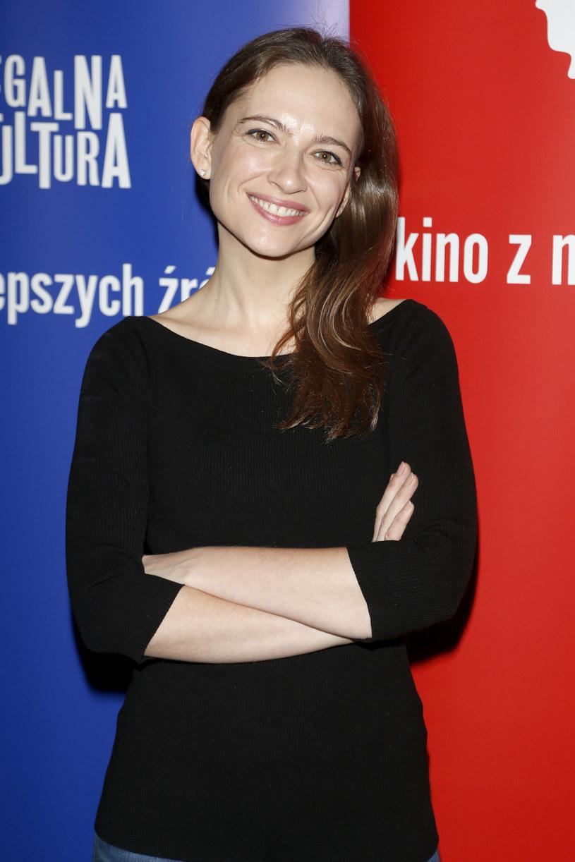 Kocha radio i teatr, działa w wolontariacie, a przy sobie zawsze ma tomik poezji. - Jestem trochę staroświecka i celebruję chwile, czuję się wtedy wyjątkowo - mówi aktorka Anna Cieślak.