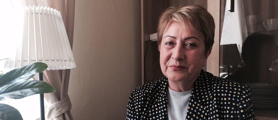 """Czekała 14 lat, żeby wrócić do Polski z Uzbekistanu. Jej marzenie spełniło się w tym tygodniu. Emerytowana dziennikarka Eugenia Orłowa zamieszkała w Piotrkowie Trybunalskim w Łódzkiem. Jest pierwszą repatriantką, która zamieszkała w tym mieście. """"Nie wierzyłam w to, co widzę, bo przyjechaliśmy w nocy"""" - mówi pani Eugenia."""