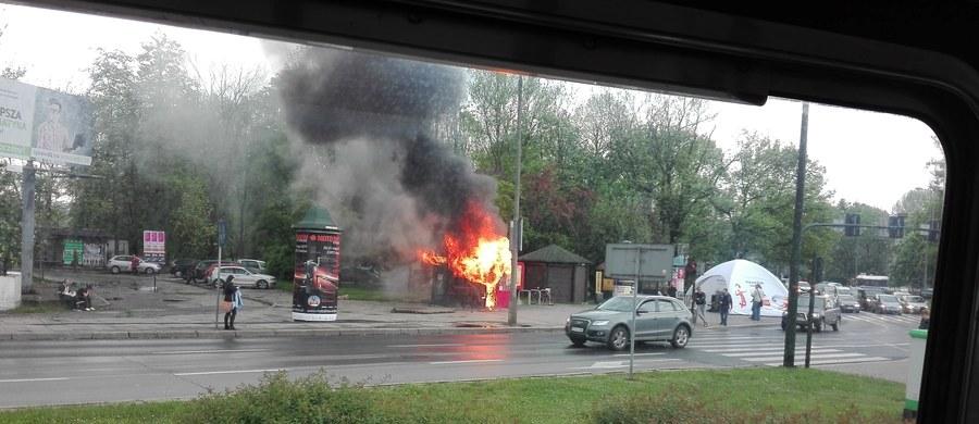 Pożar w centrum Krakowa. Przy Rondzie Matecznego spłonęła budka z zapiekankami. Informację o zdarzeniu dostaliśmy na Gorącą Linię RMF FM.