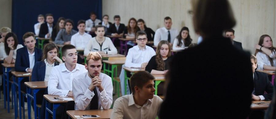 Geografię, która jest w czołówce najchętniej wybieranych przedmiotów maturalnych, zdawało dzisiaj ponad 79 tysięcy tegorocznych absolwentów szkół ponadgimnazjalnych. Na RMF24.pl publikujemy arkusz oraz odpowiedzi z egzaminu na poziomie rozszerzonym!