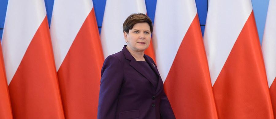Polski rząd jest i będzie otwarty na dialog, jesteśmy przygotowani do udzielenia wszelkich informacji i odpowiedzi - tak premier Beata Szydło odniosła się na konferencji prasowej we wtorek do słów wiceszefa Komisji Europejskiej Fransa Timmermansa.