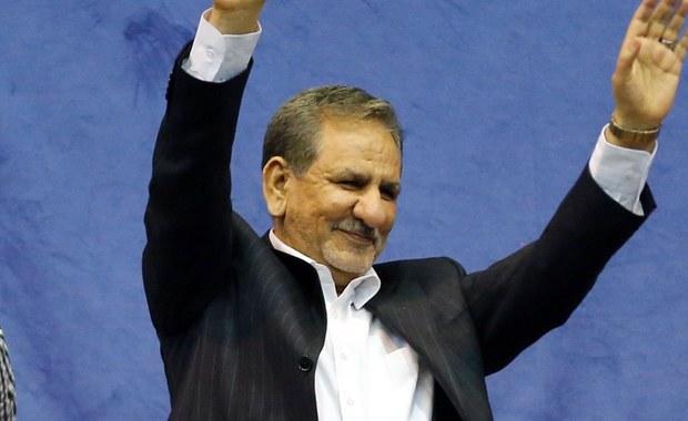 Kolejny kandydat na prezydenta Iranu, obecny wiceprezydent Iszak Dżahangiri wycofał się z kampanii wyborczej i przekazał swoje poparcie obecnemu szefowi państwa Hasanowi Rowhaniemu, ubiegającemu się o reelekcję w piątkowych wyborach.