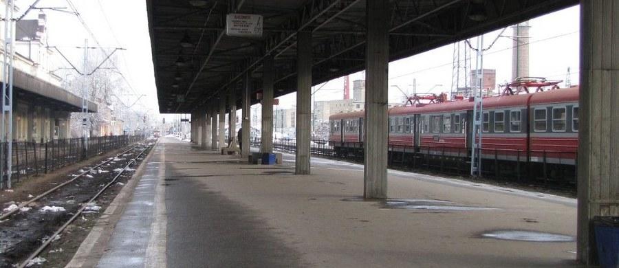 Do niebezpiecznego incydentu doszło na torach w Podstolicach w pobliżu Wrześni w Wielkopolsce. Dwa pociągi znalazły się na jednym torze. Ze względu na zdarzenie na około 3 godziny wstrzymano ruch pociągów, w tym pasażerskich.