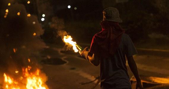 Czterej demonstranci zginęli w ciągu ostatniej doby podczas antyrządowych protestów w Wenezueli - poinformowała prokuratura generalna tego kraju. Jak podała, mężczyźni zostali zastrzeleni podczas demonstracji w stanach Miranda, Tachira i Barinas.