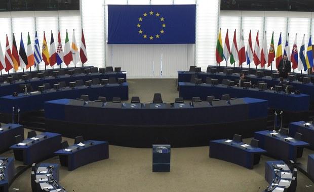 """Parlament Europejski rozpoczął formalne kroki zmierzające do zastosowania art 7. Traktatu UE wobec Węgier - informuje dziennikarka RMF FM Katarzyna Szymańska-Borginon. """"Nigdy jeszcze nie było tak blisko do zastosowania tego artykułu uważanego w Unii za bombę atomową"""" - powiedział naszej korespondentce unijny dyplomata."""