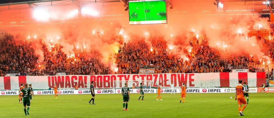 48 osób zostało zatrzymanych przez policję po piłkarskich derbach Dolnego Śląska w Lubinie. Większość zatrzymań miała miejsce jeszcze we wtorek na stadionie Zagłębia, kiedy doszło do próby konfrontacji między fanami miejscowej drużyny a pseudokibicami Śląska Wrocław.