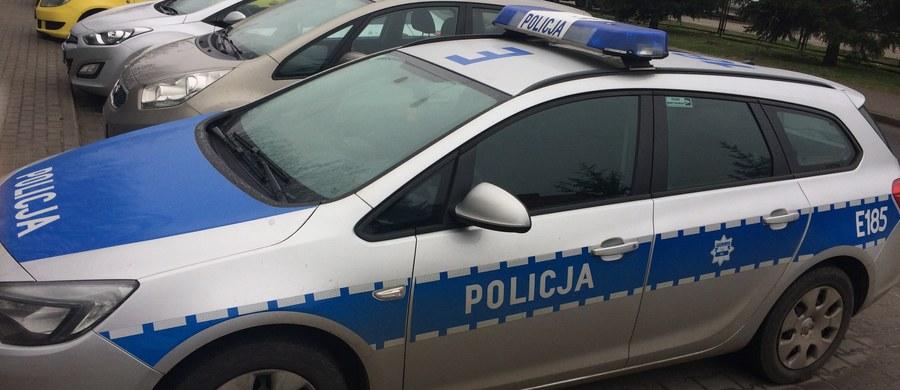 Kilkuletnie dziecko zginęło, a jego matka została ranna po tym jak samochód uderzył w pieszych w Górnie (województwo świętokrzyskie) przy drodze krajowej nr 74 w kierunku Lublina. Trasa jest zablokowana.