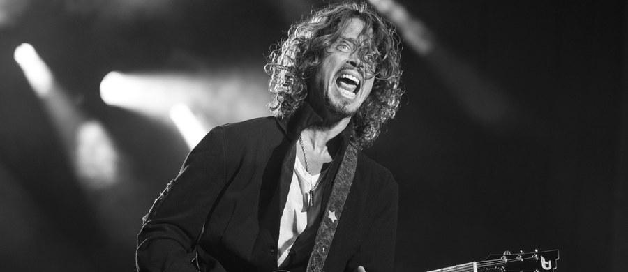 W wieku 52 lat zmarł Chris Cornell - były wokalista zespołu Soundgarden. Taką informację podała agencja Associated Press, powołując się na rzecznika artysty Briana Bumbery'ego. Ciało artysty znaleziono w pokoju hotelowym w Detroit. Patolog sądowy stwierdził, że muzyk popełnił samobójstwo.