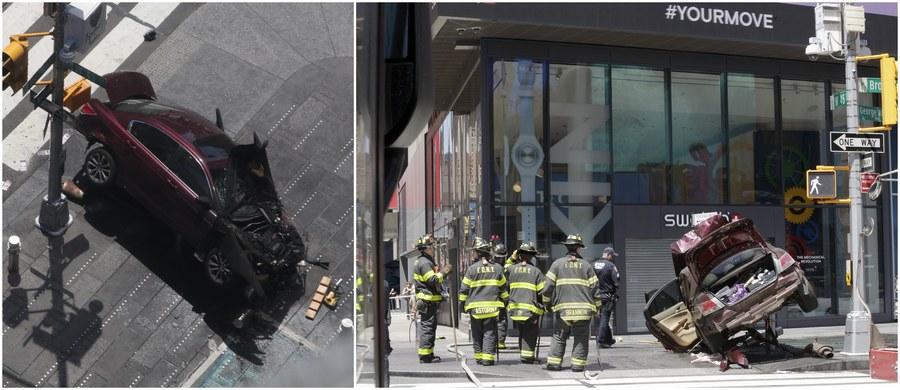 """Kierowca samochodu, który w czwartek wjechał w grupę ludzi na Times Square w Nowym Jorku, w momencie wypadku mógł być pod wpływem narkotyków - podała telewizja CBS, powołując się na informacje uzyskane w prokuraturze. Według stacji, 26-letni Richard Rojas, były wojskowy, mógł zażyć substancję o nazwie """"K2"""" lub """"Spice"""", czyli tzw. syntetyczną marihuanę."""