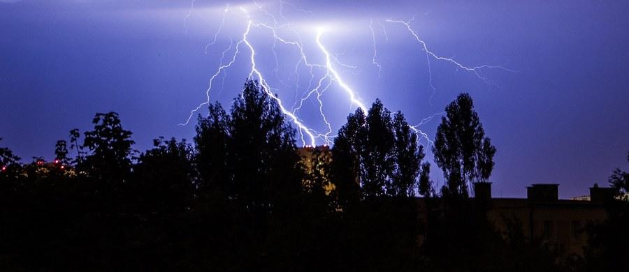 Weekend zapowiada się bardzo pogodnie. Niestety, w niedzielę we wschodniej i w południowej części Polski mogą wystąpić przelotne opady deszczu i burze z piorunami.