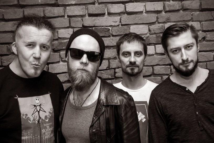 """Żywiecka grupa Black Bee prezentuje teledysk """"Rollin'"""", który zapowiada nowy album """"Rebell"""" (premiera 9 czerwca)."""