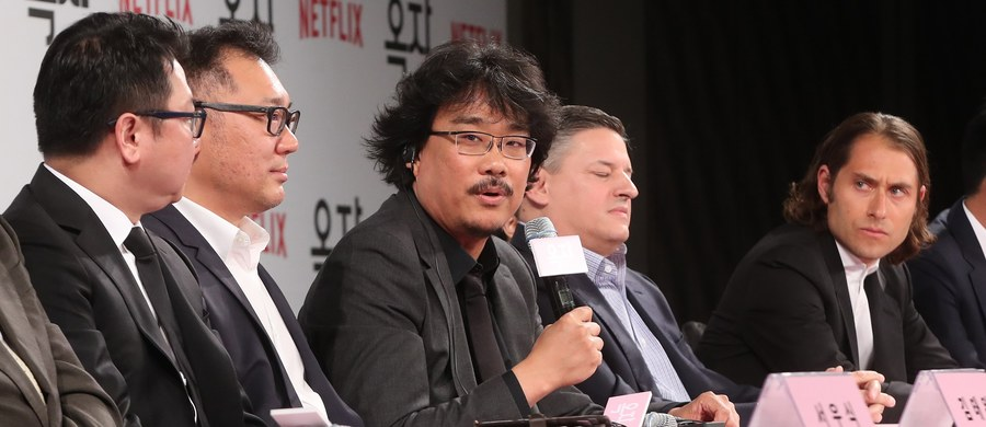 """Organizatorzy festiwalu w Cannes w oficjalnym komunikacie zamieszczonym na Twitterze oświadczyli, że światowa premiera wyprodukowanego przez Netflixa filmu """"Okja"""" została przerwana z przyczyn technicznych. Wcześniej informowano, że seans na słynnym festiwalu filmowym został przerwany z powodu krzyków i gwizdów widowni."""