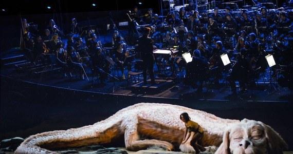 """""""Nie przypuszczałem, że tak świetnie to zabrzmi. Miksy były lepsze niż w oryginalnym filmie!"""" – powiedział Klaus Doldinger wczoraj ze sceny, po światowej premierze filmu """"Niekończąca się opowieść"""" z jego muzyką wykonywaną na żywo. Symultaniczny pokaz słynnej produkcji Wolfganga Petersena zakończył drugi dzień Festiwalu Muzyki Filmowej w Krakowie."""