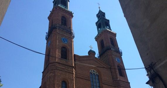 Piekary Śląskie położone są na Górnym Śląsku, przez wielu uznawane za duchową stolicę tego regionu. Miasto znane jest bowiem dzięki cudownemu Obrazowi Matki Boskiej Piekarskiej i słynie jako miejsce kultu maryjnego.