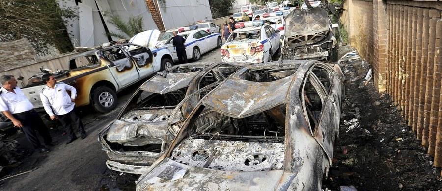 W piątek późnym wieczorem doszło do dwóch zamachów w południowo-zachodniej części Bagdadu. W eksplozji samochodów pułapek zginęło 10 osób, w tym - trzech policjantów. 21 osób jest rannych - poinformowały służby medyczne oraz komenda policji w stolicy Iraku.