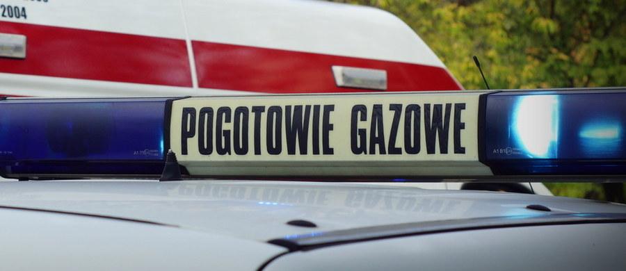 W Lubawie (warmińsko-mazurskie) operator koparki uszkodził rurociąg gazowy średniego ciśnienia, zasilający pobliską mleczarnią. Ze strefy zagrożenia ewakuowano ponad 200 osób - podała PAP straż pożarna.