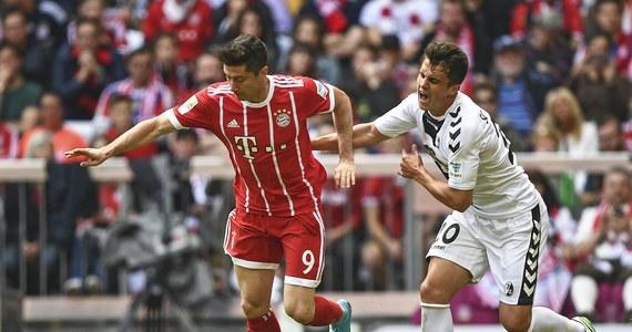 Piłkarz Bayernu Monachium Robert Lewandowski zakończył sezon niemieckiej ekstraklasy z 30 golami i nie został królem strzelców. O jedną bramkę więcej zdobył Pierre-Emerick Aubameyang. Gabończyk miał dwa trafienia dla Borussii Dortmund w ostatniej kolejce.