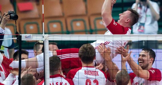 Polscy siatkarze pokonali Iran 3:0 (25:19, 25:19, 25:23) w towarzyskim meczu rozegranym w katowickim Spodku. W roli szkoleniowca biało-czerwonych zadebiutował Włoch Ferdinando De Giorgi, a pożegnał się z kadrą libero Krzysztof Ignaczak.