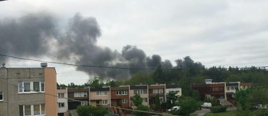 Pożar w miejscowości Paterek w Kujawsko-Pomorskiem. Zapaliła się tam hala w zakładzie przerabiającym surowce wtórne.