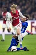 Snajper Ajaksu Amsterdam Kasper Dolberg złamał rękę kibicowi