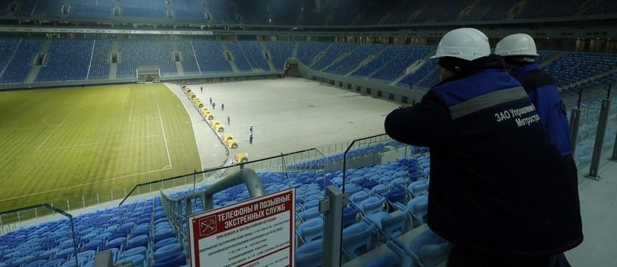 Rosyjscy organizatorzy Pucharu Konfederacji FIFA zdecydowali się wymienić murawę na stadionie w Sankt Petersburgu. W krótkim czasie będzie to już trzecia nawierzchnia na obiekcie, który został wybudowany na przyszłoroczne mistrzostwa świata.