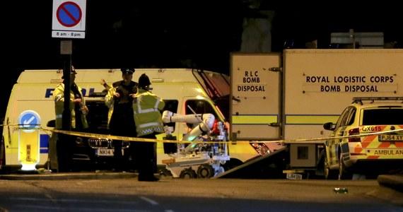 Co najmniej 19 osób zginęło, a 59 zostało rannych w eksplozji, do której doszło tuż po zakończeniu koncertu amerykańskiej piosenkarki Ariany Grande w Manchesterze w północno-zachodniej Anglii. Brytyjskie służby traktują to wydarzenie jako zamach terrorystyczny. Nie wykluczają samobójczego ataku.