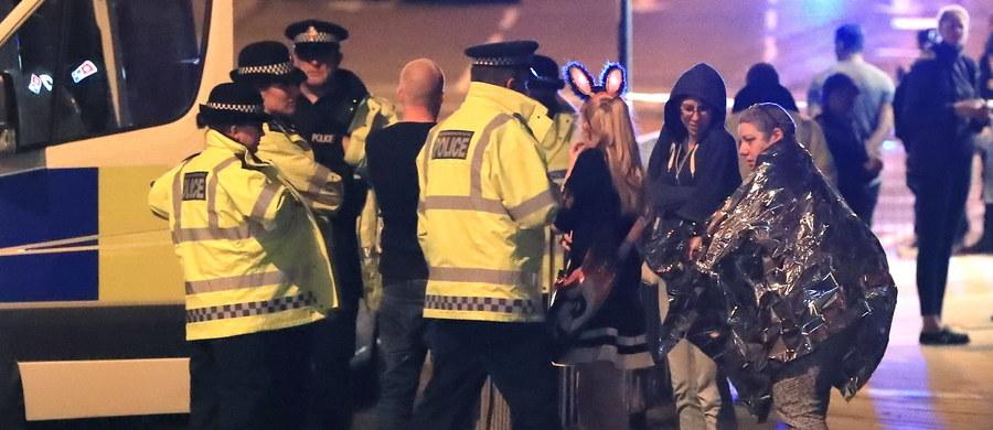 """""""To nigdy nie są samotne wilki (...). O samotnych wilkach mówi się wtedy, kiedy policja przyznaje się, że jakaś osoba nie była dostatecznie inwigilowana"""" - mówi dr Wojciech Szewko z Narodowego Centrum Studiów Strategicznych, pytany przez dziennikarza RMF FM Tomasza Skorego o to, kto mógł dokonać zamachu w brytyjskim Manchesterze. Według eksperta, """"jest wysoce prawdopodobne"""", że za atakiem stoi Państwo Islamskie - a jeśli tak, to nie ma nic dziwnego w tym, że dotąd nie wzięło za niego odpowiedzialności. """"Zwykle przyznaje się wiele, wiele godzin później - (...) w tym czasie komórki wspierające są ewakuowane, próbują zacierać ślady""""."""