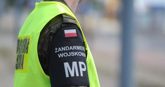 Żandarmeria Wojskowa przejmie ochronę polskich placówek dyplomatycznych za granicą - wynika z uzasadnienia projektu ustawy o utworzeniu Państwowej Służby Ochrony, która ma zastąpić Biuro Ochrony Rządu. Zapoznał się z nim reporter RMF FM Krzysztof Zasada.
