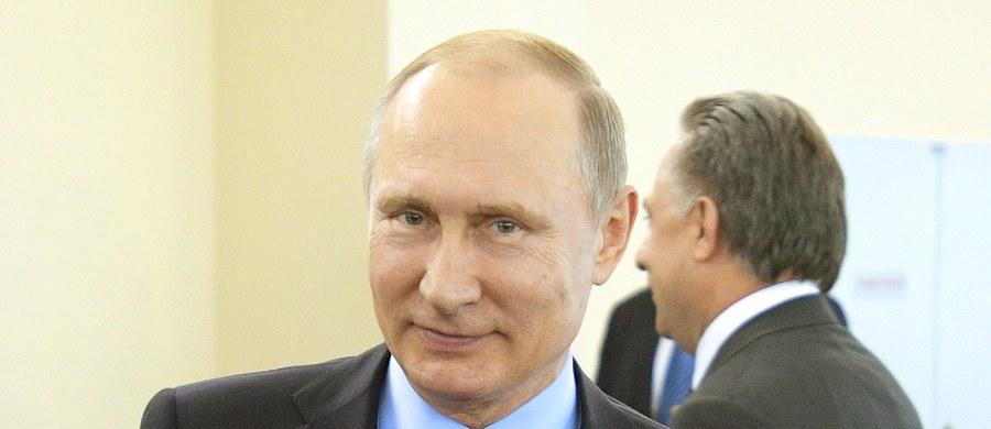 """Były dyrektor CIA John Brennan ostrzegł dyrektora rosyjskiego wywiadu FSB w sierpniu ubiegłego roku przed wtrącaniem się w amerykańskie wybory. Mimo tego ostrzeżenia - jak ujawnił Brennan we wtorek w Kongresie - Rosja """"bezczelnie"""" ingerowała w kampanię wyborczą."""