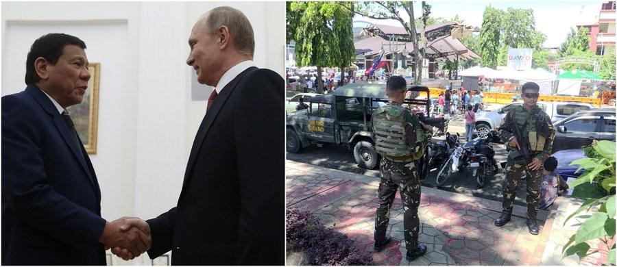 Prezydent Filipin Rodrigo Duterte poprosił prezydenta Rosji Władimira Putina o wsparcie nowoczesną bronią w walce z bojownikami Państwa Islamskiego. Przywódcy mieli pierwotnie spotkać się w Moskwie w czwartek, ale rozmowy zostały przyspieszone ze względu na wprowadzenie na obszarze południowych Filipin stanu wojennego na okres 60 dni. Władze w Manili od kilkudziesięciu lat walczą z muzułmańskimi rebeliantami na wyspie Mindanao, położonej właśnie na południu Filipin.