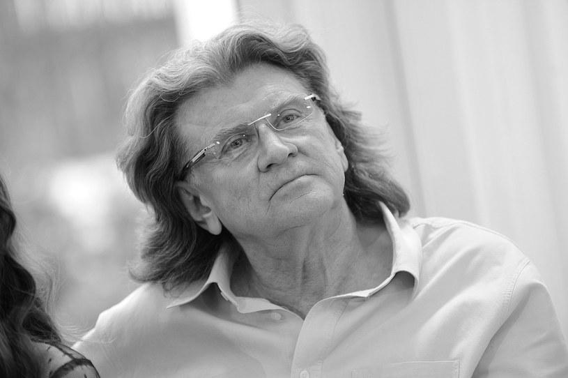Jeden z najpopularniejszych polskich wokalistów, skrzypek, trębacz i kompozytor Zbigniew Wodecki zmarł w poniedziałek w Warszawie. Pogrzeb muzyka odbędzie się na Cmentarzu Rakowickim w Krakowie w wtorek (30 maja) o godz. 14. Artysta zostanie pochowany w rodzinnym grobowcu.