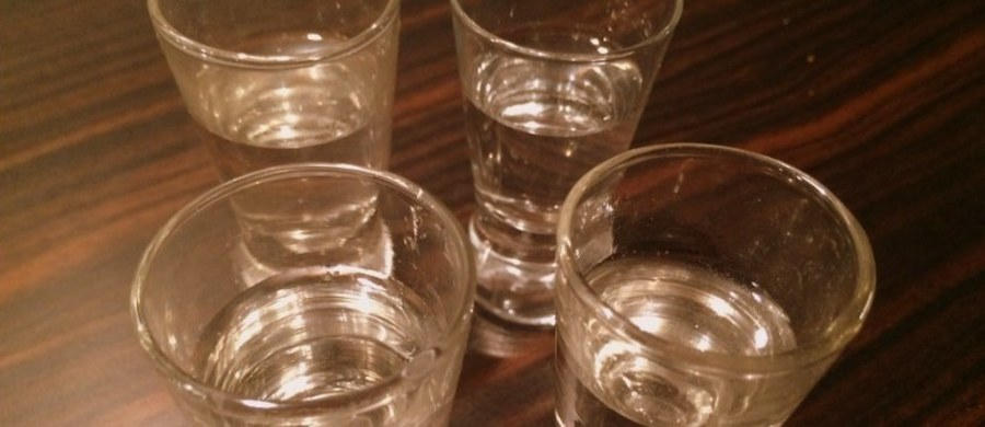 Policjanci z Opoczna zatrzymali lekarza, który kompletnie pijany pełnił dyżur na oddziale ratunkowym w miejscowym szpitalu. Badanie wykazało, że 56-letni doktor ma 2,6 promila alkoholu.