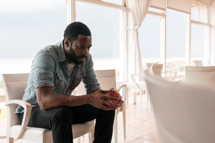 """Drugi sezon serialu """"Fear the Walking Dead"""" zakończył się dla głównych bohaterów dość tragicznie. Travis (Cliff Curtis) z zimną krwią zamordował zabójców swojego syna, w rezultacie czego sprowadził na Madison (Kim Dickens) i Alicię (Alycia Debnam-Carey) nowe kłopoty. Premiera trzeciego sezonu """"Fear the Walking"""" zaplanowana jest na 5 czerwca na kanale AMC."""