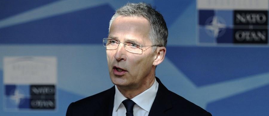 Przystąpienie NATO do międzynarodowej koalicji przeciwko tzw. Państwu Islamskiemu (IS) może prowadzić do zaangażowania bojowego i zniechęcania państw arabskich do udziału w koalicji - ocenił w czwartek analityk ds. bezpieczeństwa międzynarodowego z PISM Wojciech Lorenz.