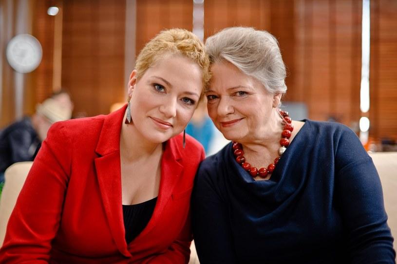 """Po sukcesie serialu """"Czterdziestolatek"""" media uznały ją za… wzorcową matkę Polkę. Sama przyznaje jednak, nie jest typem perfekcyjnej pani domu. Coś jednak jest na rzeczy, bo """"mamo"""" mówią do niej nie tylko jej dzieci."""