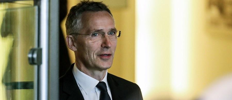 Tendencja się odwróciła i kraje NATO zwiększają wydatki obronne - powiedział w Brukseli sekretarz generalny Sojuszu Jens Stoltenberg. Zapowiedział większe zaangażowanie w działania antyterrorystyczne, ale bez udziału w operacjach bojowych.