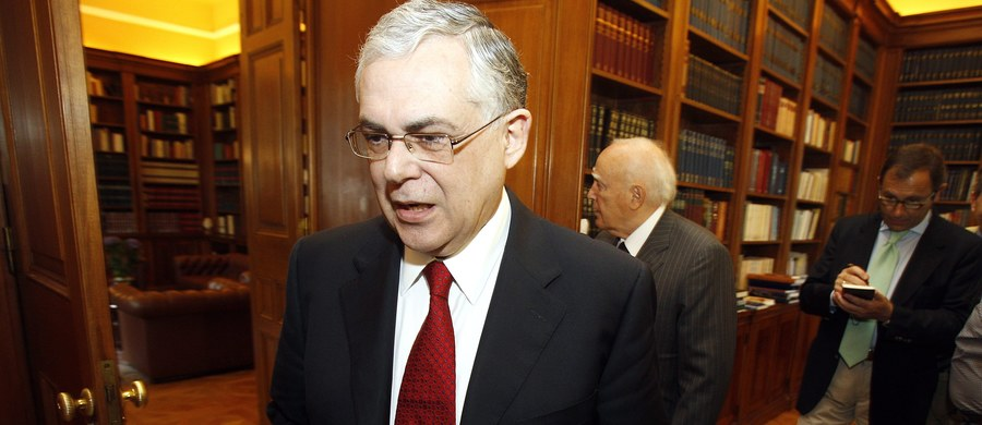 Były premier Grecji Lukas Papademos został ranny po tym, jak w jego samochodzie eksplodowała bomba w walizce w Atenach - poinformowała policja. Ranny został także kierowca polityka.