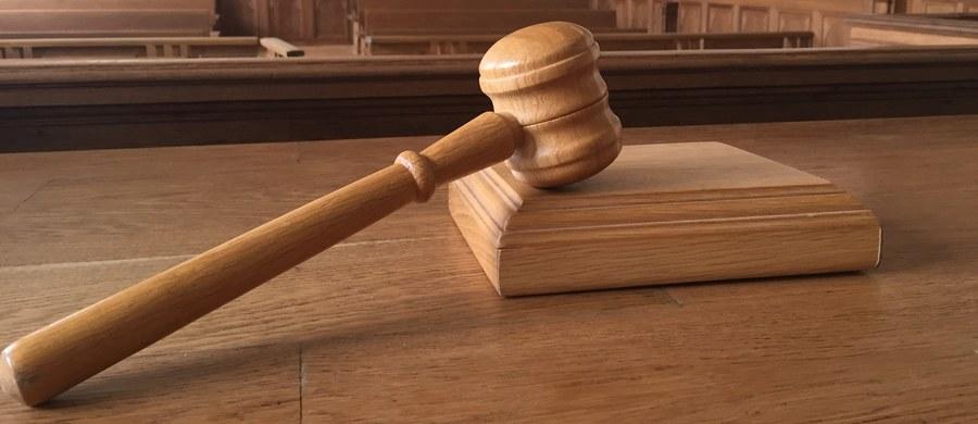 Sąd apelacyjny w Richmond w stanie Wirginia zablokował wydany przez prezydenta Donalda Trumpa tymczasowy zakaz wjazdu do USA obywateli sześciu krajów muzułmańskich. Sędziowie nie uznali argumentów administracji dotyczących bezpieczeństwa narodowego.