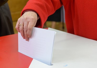 PKW: Wybory samorządowe i referendum konstytucyjne nie mogą się odbyć w ramach jednego głosowania
