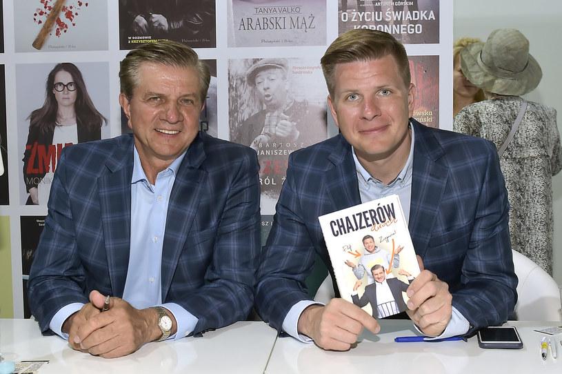 """Znakomici dziennikarze. Jeden jest radiowcem, drugi gwiazdą telewizji. Ich książka """"Chajzerów dwóch"""" to zbiór wspomnień i zabawnych rozważań o życiu. Zygmunt i Filip Chajzer opowiadają, co ich łączy, a co jest źródłem konfliktów."""