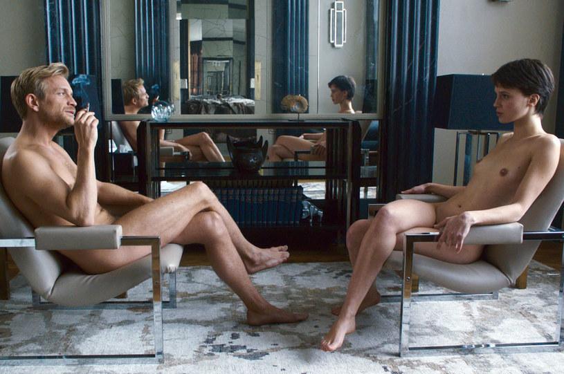 """""""Podwójny kochanek"""" François Ozona, którego światowa premiera miała miejsce na kończącym się właśnie festiwalu filmowym w Cannes, okazał się sensacją imprezy."""