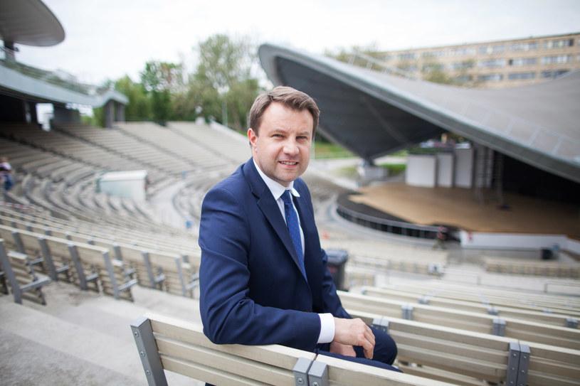 - Ze swoim pomysłem na organizację koncertu w Kielcach zamiast festiwalu w Opolu TVP przypomina Titanica, który pędzi na spotkanie z górą lodową - powiedział prezydent Opola Arkadiusz Wiśniewski.