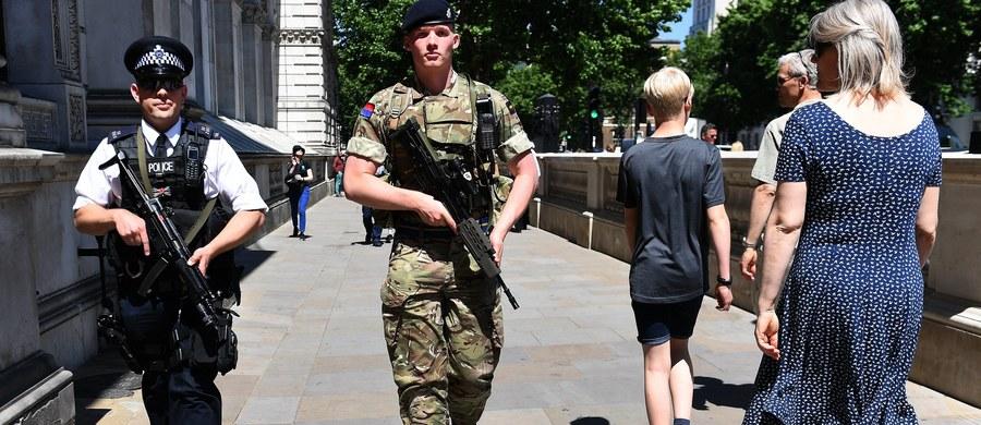 Brytyjska policja poinformowała w sobotę rano o zatrzymaniu dwóch kolejnych osób podejrzanych o związek z poniedziałkowym zamachem terrorystycznym w Manchesterze, w którym zginęły 22 osoby, a 119 zostało rannych. Liczba aresztowanych wzrosła tym samym do 11.