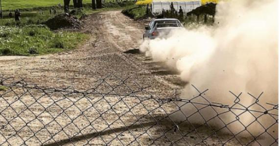 Filip Nivette był najszybszym kierowcą na pierwszym etapie Rajdu Gdańsk Baltic Cup. Na szutrowych trasach w okolicach Gdańska wygrał cztery z pięciu odcinków specjalnych. Od początku imprezy jechał dobrym, szybkim tempem i choć miał też problemy to wypracował solidną przewagę nad Dominikiem Butvilasem i Brianem Bouffierem.