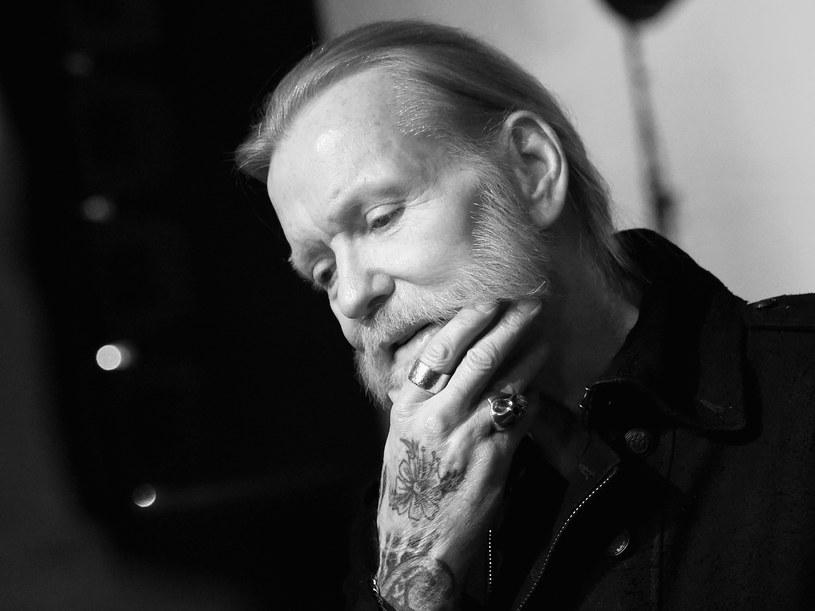 """W wieku 69 lat zmarł Gregg Allman, założyciel i solista legendarnej grupy rockowej The Allman Brothers Band. """"Muzyk pożegnał się z życiem w swym domu w Savannah, w stanie Georgia"""" – napisano w komunikacie ogłoszonym w sobotę na stronie internetowej zespołu."""