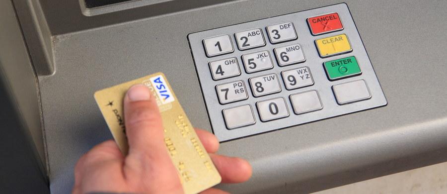 Banki ruszyły z nową falą zwiększania opłat - tym razem podwyżki dotyczą głównie korzystania z kart kredytowych i debetowych.