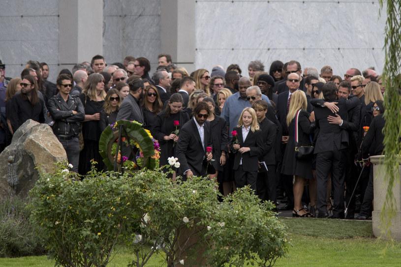 W piątek (26 maja) odbyła się prywatna ceremonia złożenia prochów wokalisty Chrisa Cornella na cmentarzu w Los Angeles.